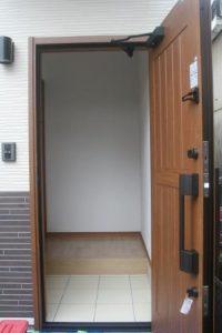 高知市神田のK様邸、サンブランドハウスの新築完成写真です。玄関ドアになります。