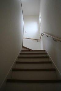 高知市神田のK様邸、サンブランドハウスの新築完成写真です。階段になります。