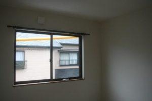 高知市神田のK様邸、サンブランドハウスの新築完成写真です。2階の部屋、窓になります。