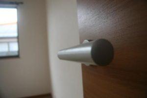 高知市神田のK様邸、サンブランドハウスの新築完成写真です。ドアになります。