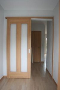 高知市針木K様邸の玄関入ってすぐの引き違い戸になります。