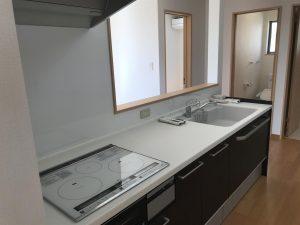 岡山県赤磐市M様邸の新築完成写真のキッチンです。