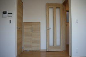高知県香美市W様新築完成写真の階段下収納です。