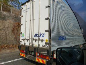 サンブランドハウスの山下が大阪に行く途中に見つけたトラックです。