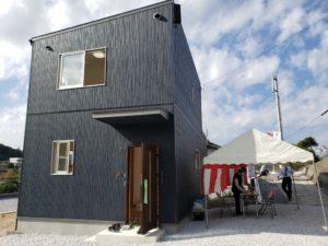 高知市で新築一戸建てを建てているサンブランドハウス高知西店の見学会の様子です。
